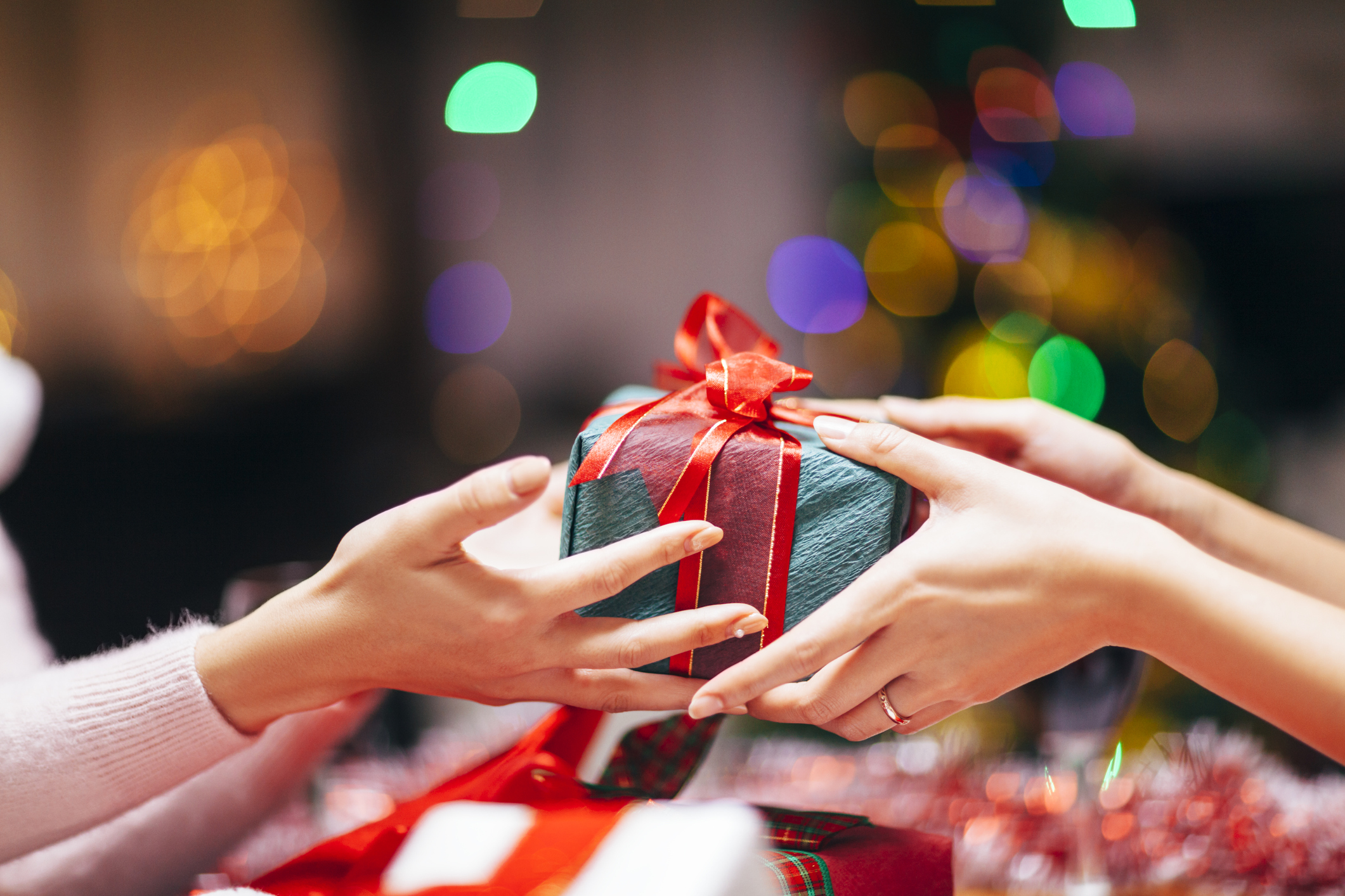 How to Travel with Gifts During the Holidays